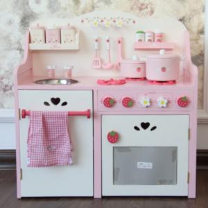 Детская кухня «Клубничка»