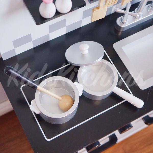 Детская белая кухня «Норвежский дизайн»